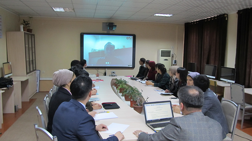 """Strengthening of international relations of the University in the education level: first online seminar on """"Current situation of the US economy"""""""